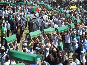 Srebrenisa Katliamı'ndan 21 yıl geçti: Acılar taze