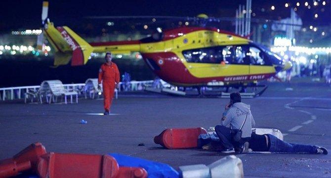 Fransa'da kamyon dehşeti 30 kişi öldü, 100'e yakın yaralı