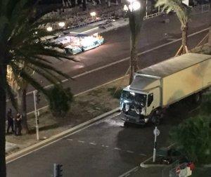 Saldırgan kamyonla işte böyle girdi