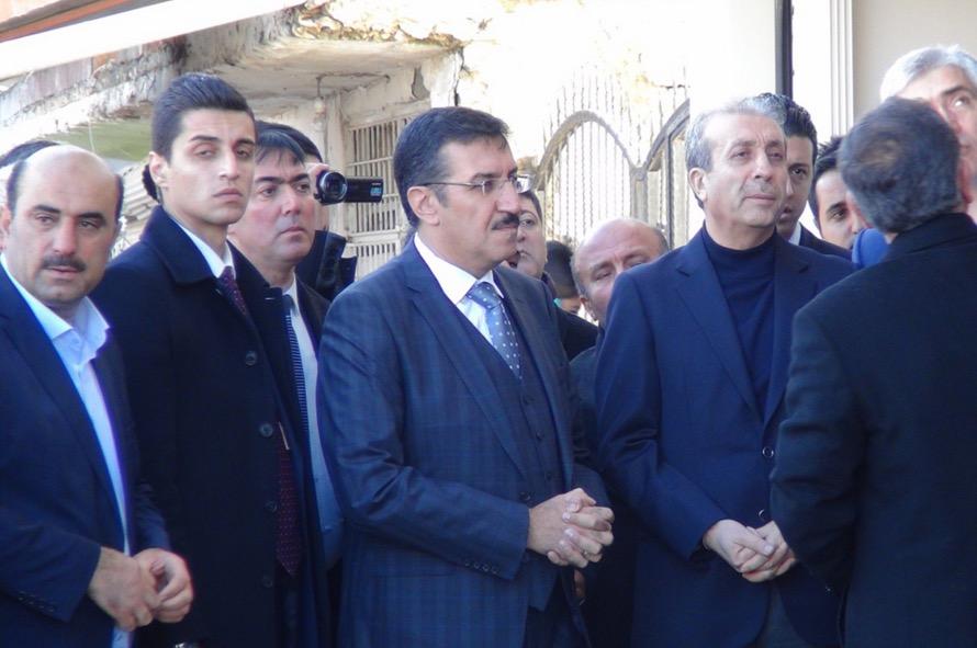 Bakan Tüfenkçi Çınar'da bombalanan emniyeti ziyaret etti