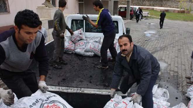 Fakir ailelere kömür yardımı
