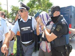 Yunanistan'daki hainlere ilk ceza verildi