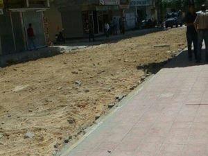 Nusaybin'de bomba tuzağına karşı parke taşları sökülüyor