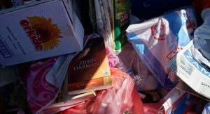 Terörist başı FETÖ'nün kitapları dereye atılmış