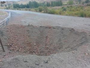 Bomba yüklü araç erken infilak etti: 1 ölü