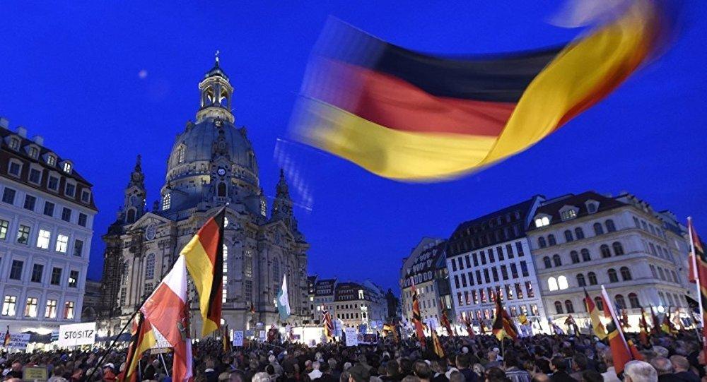Almanya'da aşırı sağcılar 'devriye' geziyor