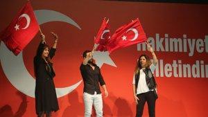 """Ünlüler """"demokrasi nöbeti''ne destek verdiler"""