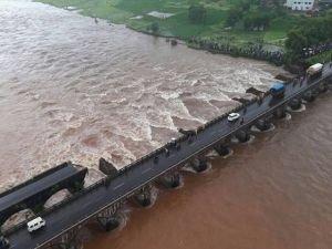 Hindistan'da köprü faciası!