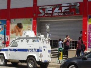 Kızıltepe'de alışveriş merkezine düzenlenen baskında 5 kişi gözaltına alındı