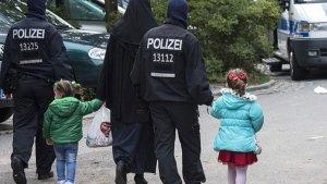 Berlin'de tesettürlü kadına ırkçı saldırı
