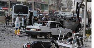 """Hastane önünde bomba patlatıp """"sivillere üzüldük"""" diyorlar!"""