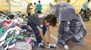 İHH'dan Suriye'deki yetimlere ayakkabı yardımı