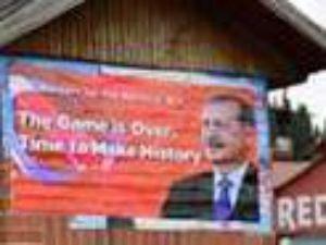 İncirlik'in girişine afiş: Oyun bitti
