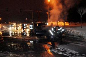 Alev alan araç tehlike saçtı