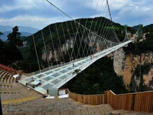Dünyanın en uzun cam köprüsü Çin'de açılacak