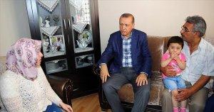 Cumhurbaşkanı Erdoğan tek tek şehitlerin ailelerini ziyaret ediyor
