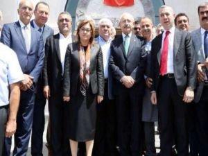 Kemal Kılıçdaroğlu 54 kişinin hayatını kaybettiği Gaziantep'e gitti