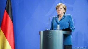 Merkel, yenilgisini kabul etti!