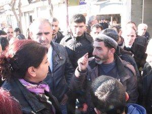 Sur'da HDP'li vekillere tepki