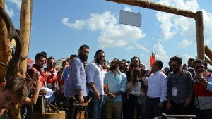 Diriliş Ertuğrul dizisi oyuncuları'ndan Etnospor'a ziyaret