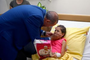 Erdoğan, Gaziantep saldırısında yaralananları ziyaret etti