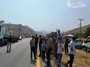 Bitlis'te yol kesen PKK'ya tepki!