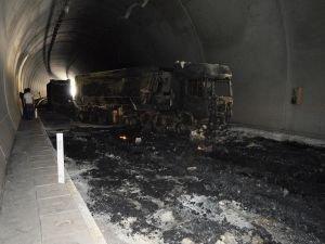 İşte PKK'nin Bitlis'te ateşe verdiği araçlar!