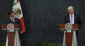 Trump, Meksika sınırına örülmesini istediği duvarı 'yerinde' savundu