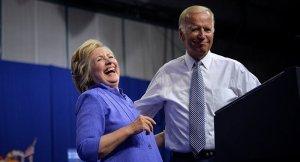 Biden, Clinton'un seçim mitingine katıldı: Trump cahil