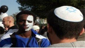 İsrail polisinin ırkçı temelde falaşa Yahudilerini aşağılaması
