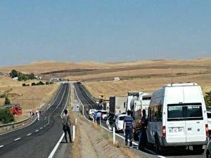 Tunceli'de sivil aracın geçişi sırasında mayın patladı