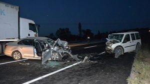 Çanakkale'de feci kaza! 2 araç kafa kafaya çarpıştı:  2 ölü, 2 yaralı