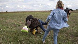 Sığınmacılara tekme atan o gazeteci yargılanacak