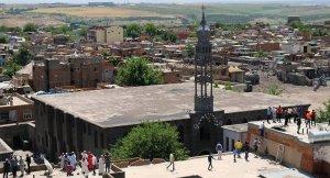 Diyarbakır'ın Sur ve Silvan belediyelerine kayyum atandı