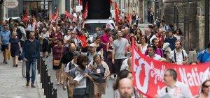 Fransa'da öğretmenler reformları protesto etmek için greve gitti