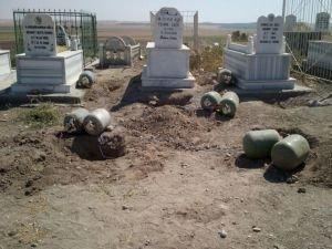 Mehdi Eker'in annesinin medfun olduğu mezarlıkta 640 kilo patlayıcı!
