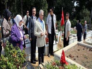 Başbakan Yıldırım'dan akraba ve 15 Temmuz şehitleri kabirlerine ziyaret!