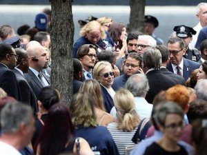 Hillary Clinton törende rahatsızlık geçirdi