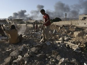 Esed oyun oynayan çocukları bombaladı