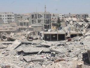 Halep'te Kızılay geçiş noktası ateşe verdi