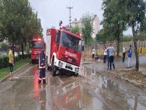 Sağanak  yağmurdan yol çöktü