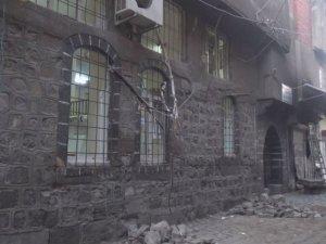 Patlayıcı camide hasar oluşturdu