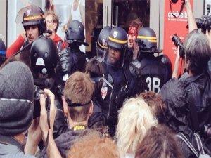 Fransa'da halk ayaklandı