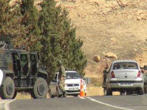 PKK'lılar minibüs taradı!