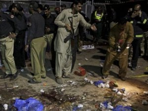 Pakistan'da camiye intihar saldırısı: 16 ölü