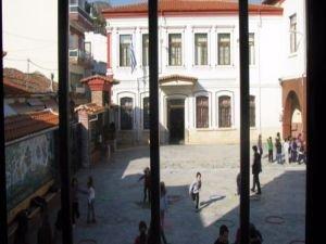 Yunanistan Türk okullarını kapattı