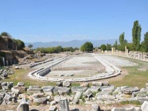 Afrodisias antik kentindeki dev havuzu gün yüzüne çıkıyor