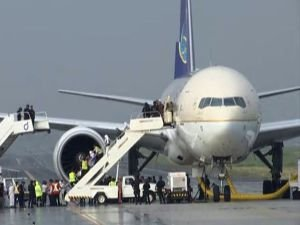Suudi yolcu uçağında alarm!