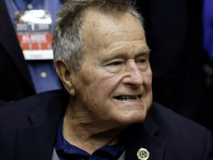 Bush, oyunu rakip partinin adayı Clinton'a verecek