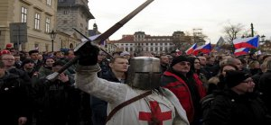 Küstah Avrupa İslam'a kin kustu!